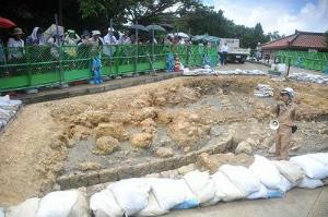 CtFxlShUEAAOB円覚寺など発掘成果を紹介