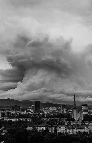 gigantic-cloud-volcano-slovenia-2.jpg