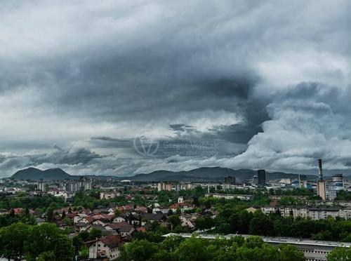 gigantic-cloud-volcano-slovenia-3.jpg