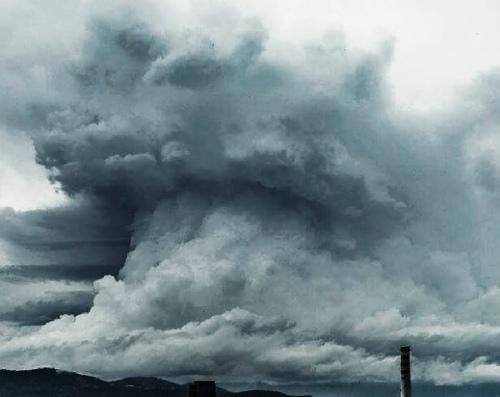 gigantic-cloud-volcano-slovenia-4-696x553.jpg