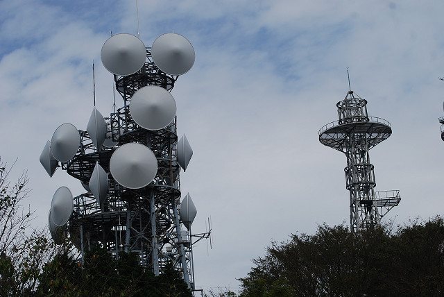 山頂の鉄塔群