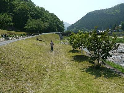 川遊び (3)