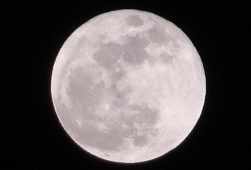 8年前のデジカメで月を撮影