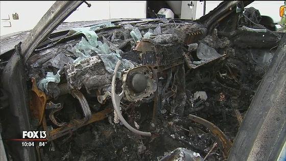 突如炎を上げてそのまま車全体に火が燃え移ったとのこと。全ては一瞬の出来事だったと語っています。