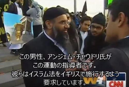 この男性、アンジェム・チャウドリ氏がこの運動の指導者です。 彼らはイスラム法をイギリスで施行するよう要求しています。