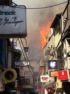 新宿区歌舞伎町「新宿ゴールデン街」で大規模な住宅火災: