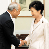 朴大統領が舛添都知事と会談、反韓デモに懸念表明