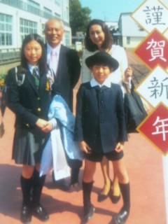 今年の年賀状、東京都知事選挙で忙しい舛添要一家族からの年賀状があります。「沖縄に行きたいね〜とみかんを食べながら話しています」と書いていますが当分駄目でしょうねえ。舛添さんの奥さんにはウーマクシーサー