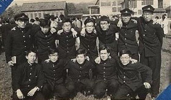 昭和33年頃の京大生の標準的な服装・・・園遊会にて