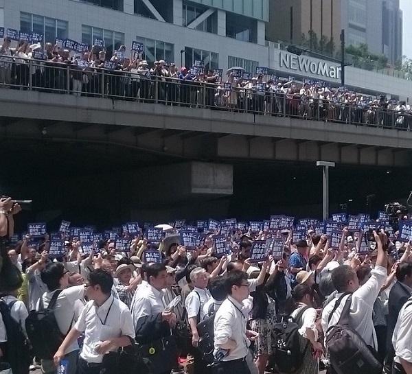 鳥越俊太郎の街頭演説に集まり、集団でお揃いのプラカードを掲げる風景は、韓国で行われている風景と同じだ!