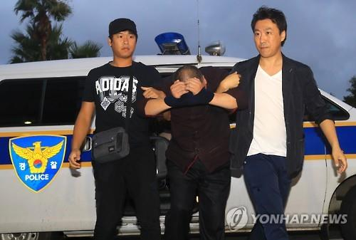 60代の女性を殺害した容疑で逮捕された中国人の男=(聯合ニュース)
