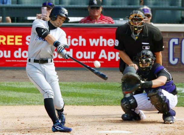 ロッキーズ戦の7回、右越え三塁打を放ち米大リーグ通算3千安打を達成したマーリンズのイチロー外野手=7日、デンバー(共同)