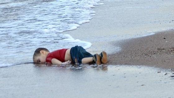溺死したシリア難民の男児の写真に世界が衝撃2015年9月3日