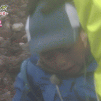 【放送事故】24時間テレビで富士山に挑戦させられた両足マヒの子がどつかれているのが映る