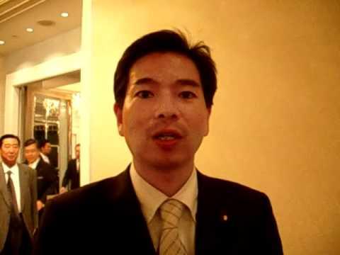 民主党新人の斉藤進議員、鳩山所信表明でスタンディングオベーションを起こす