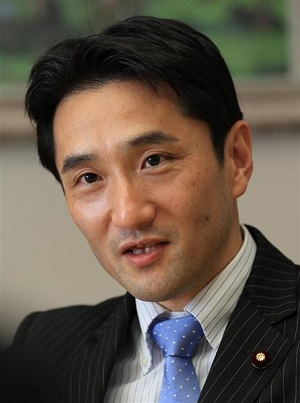 共産党の藤野保史政策委員長(古厩正樹撮影)