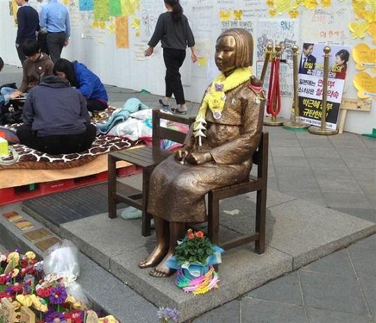 ソウルの日本大使館前の慰安婦像(名村隆寛撮影)ドイツに慰安婦像建立が計画されています…「世界人権デーに日本人の人権が侵害されるなんて!」