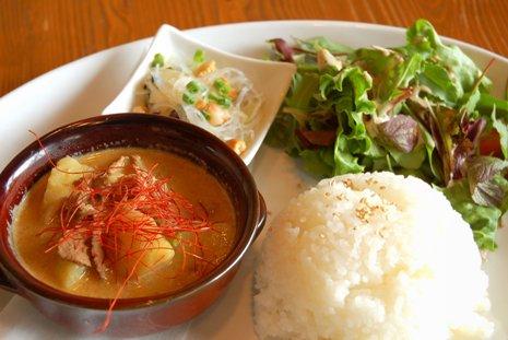 牛肉とジャガイモのマッサマンカレーa