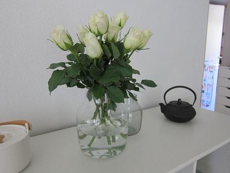 MUUTO花瓶とバラ