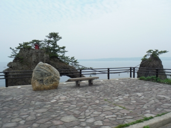機具岩正面