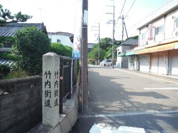 街道沿いに道標