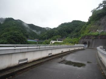 雨降るダムコース