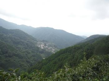 鍋谷峠の登りの景色