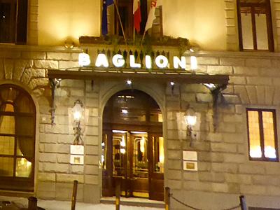 ホテルの入口は回転扉