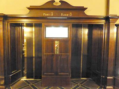 アンティークなエレベーター