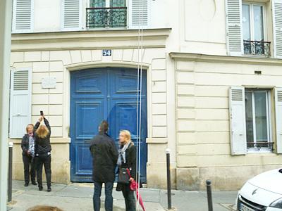 ゴッホが住んでいたアパートのドア