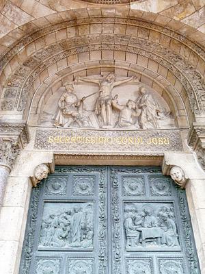 ドアのレリーフ