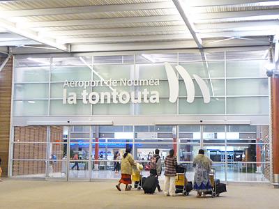 トントゥータ国際空港入り口