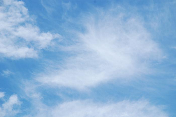 青空に雲・平和のハト7