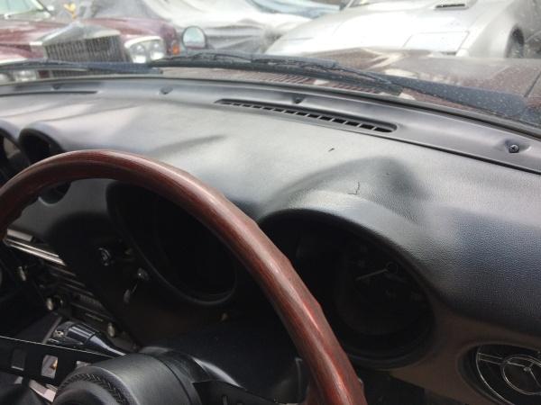 ダッシュボード 割れ補修 フェアレディ 240Z