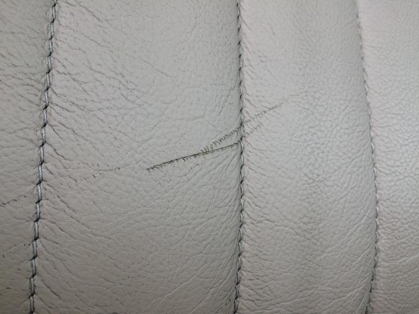 レザーシート 傷、ひび割れ補修 ローバー75