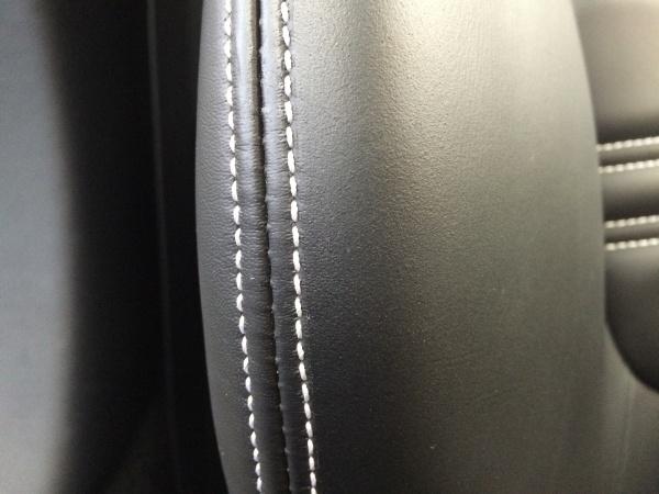 レザーシート 傷補修 フェラーリ カリフォルニア