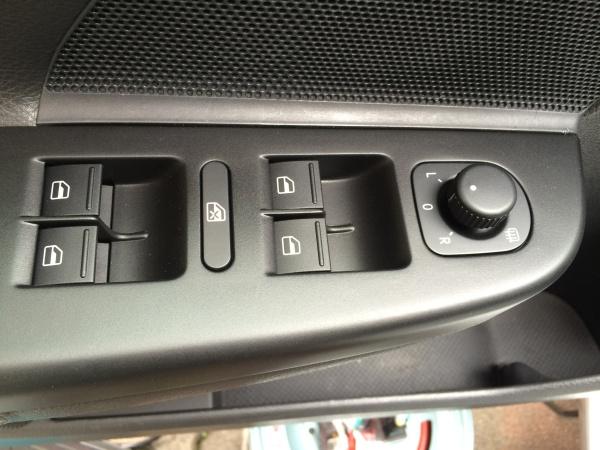 ドア スイッチパネル補修 VW ゴルフ5