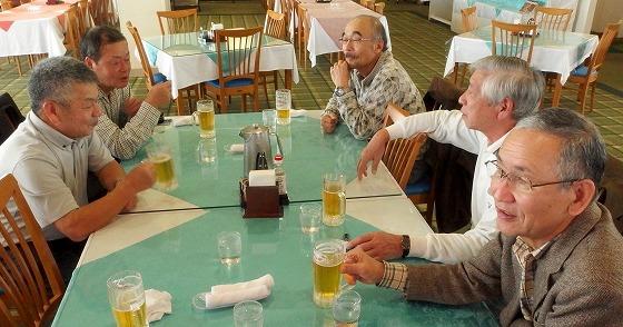 160203沖縄国際GCランチ待ち