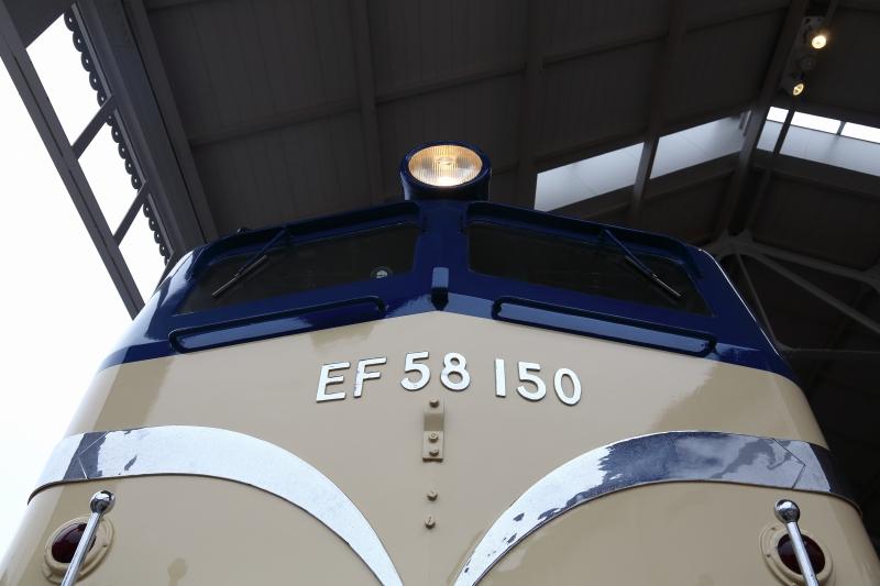 EF58 4800K 見上げ切り取り