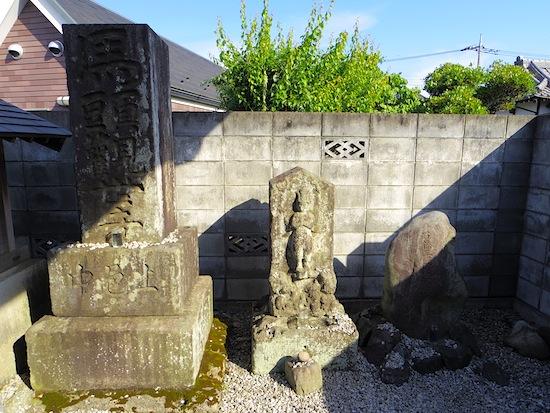 「石畑上駐在所の塚」