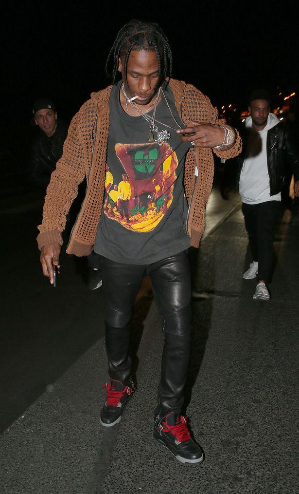 Rihanna-seen-arriving-at-a-nightclub-in-Paris-with-Travis-Scott.jpg
