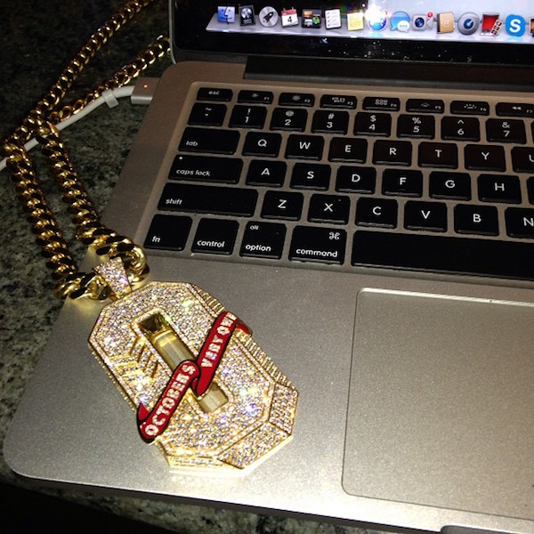 drake-octobers-very-own-ovo-o-initial-piece-pendant-cuban-link-chain.jpg