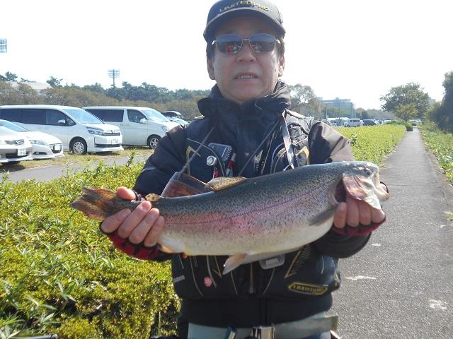 DSCN1254大物ニジマス53cm釣り人伊勢崎市のK氏10.16.jpg