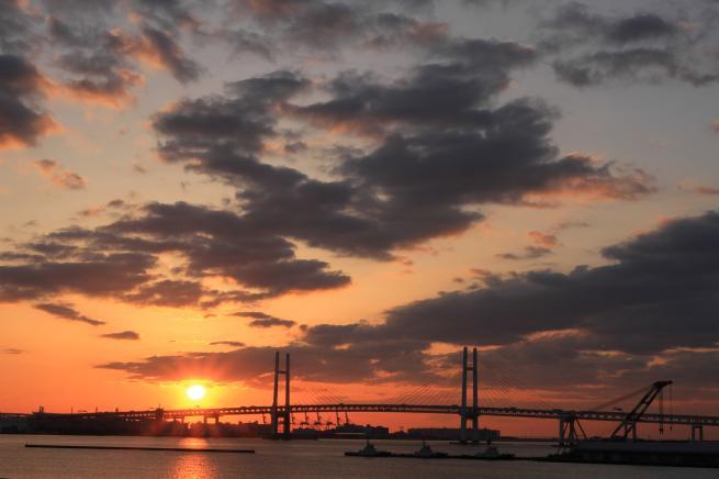 大桟橋からの朝日と客船7d+009_convert_20160503041345