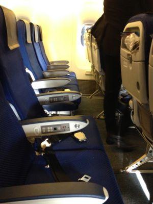 ANA412便 珍しくエコノミー席に搭乗です