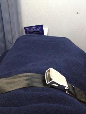 ANA851便 ビジネスクラスの座席ががベッド風に