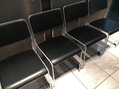 カードラウンジ華 補助椅子!?
