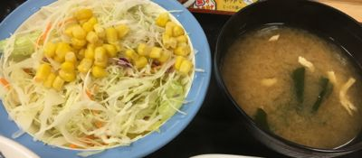 鶏のバター醤油炒め定食 生野菜サラダと味噌汁