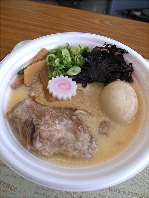 151102東京ラーメンショー・東海ブース-尾張肉盛り玉子そば