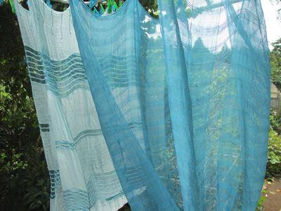 藍の生な染めストール
